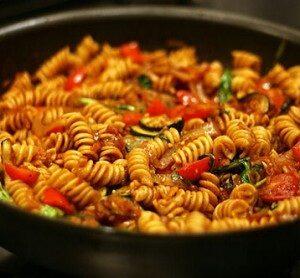 pasta-con-ragù-e-verdure